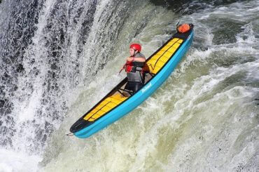 What Should You Do When Approaching a Low-head Dam in a Kayak