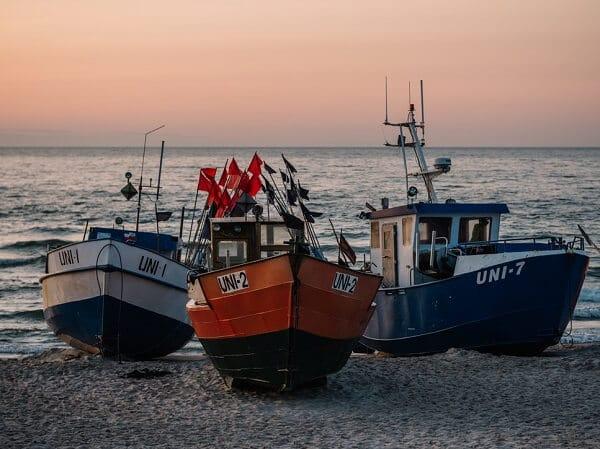 How Should You Pass A Fishing Boats